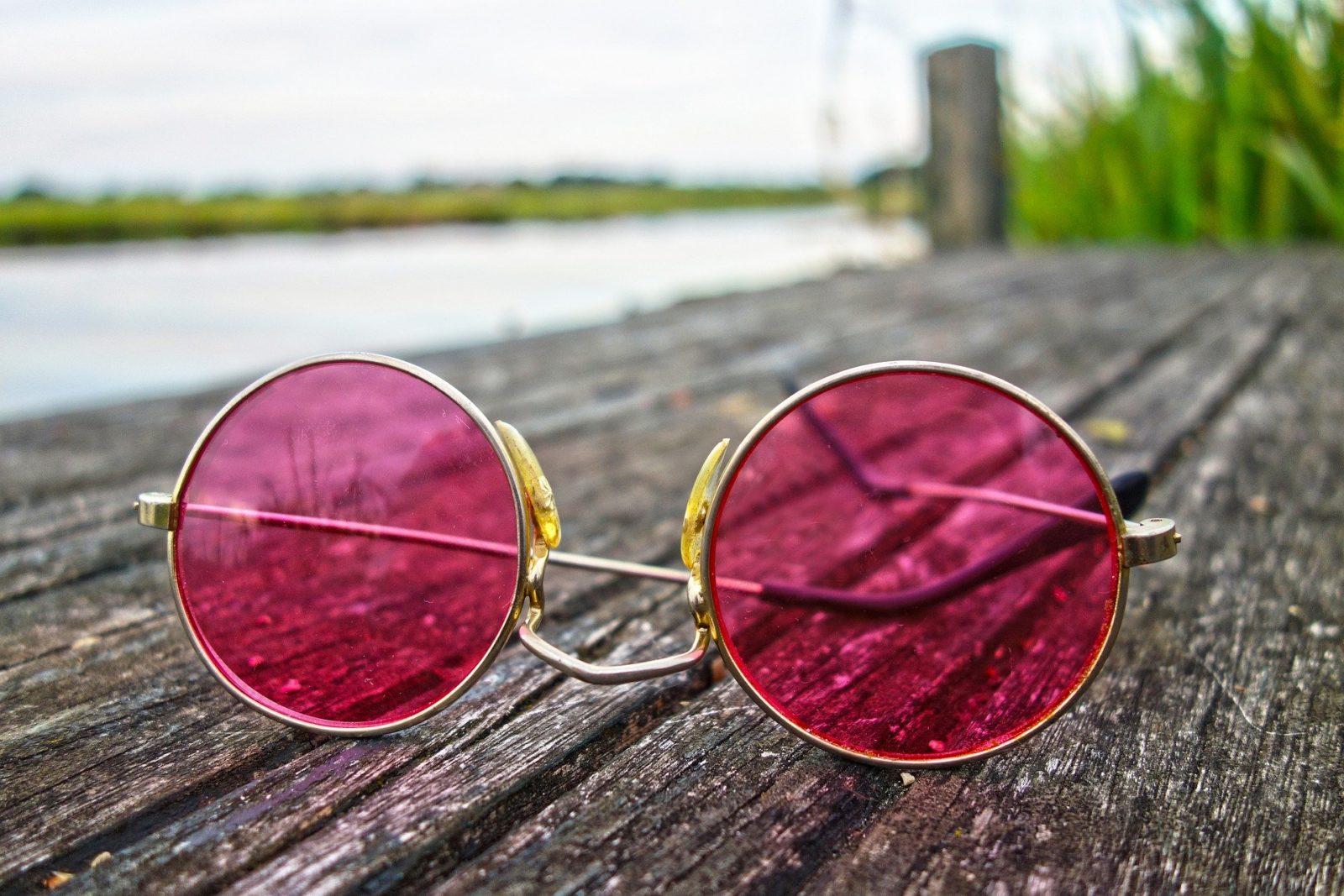 Rózsaszín szemüveg szerelem
