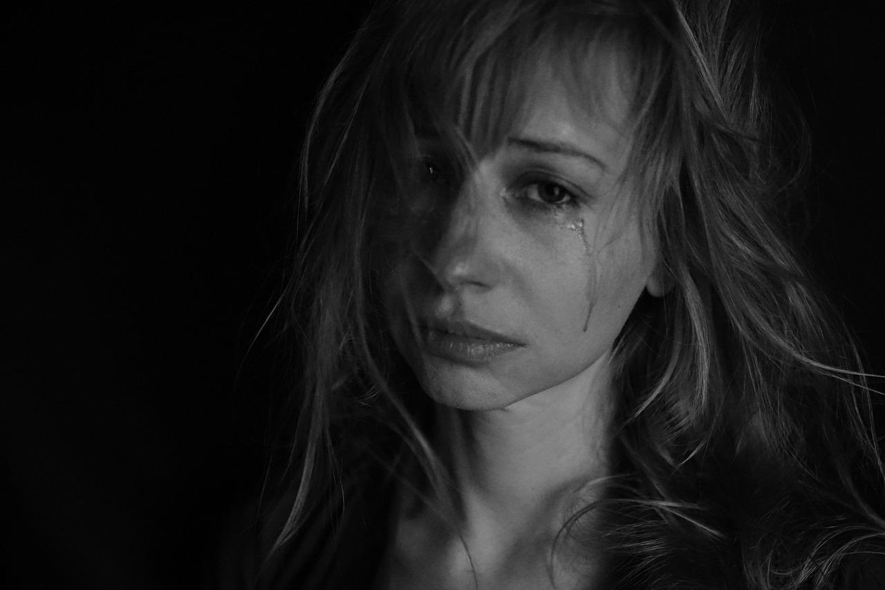 társkereső nő szexuálisan bántalmazták